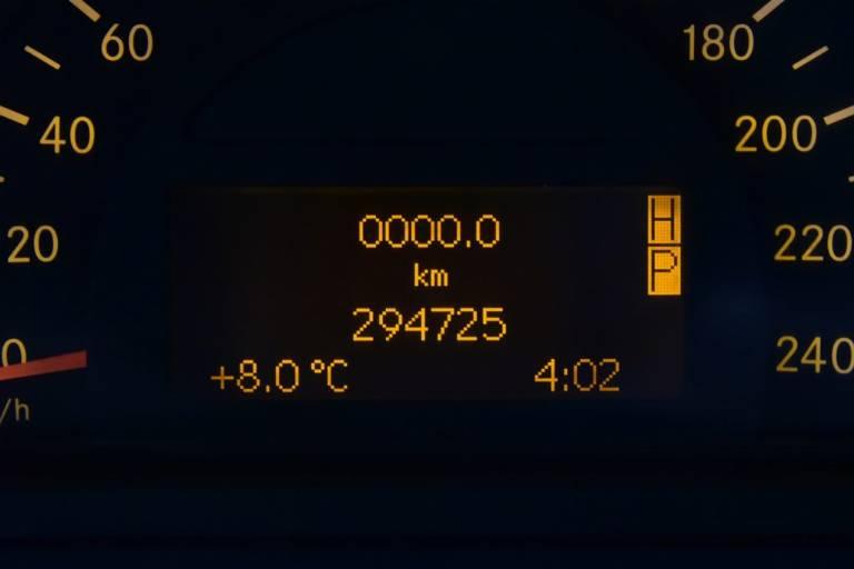 MERCEDES-BENZ G 400 23