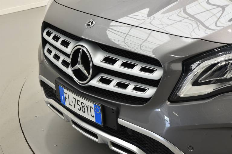 MERCEDES-BENZ GLA 200 57