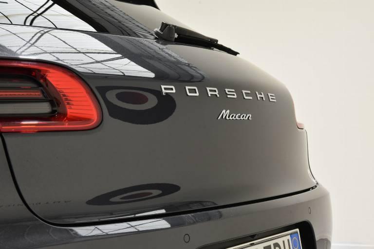 PORSCHE Macan 62