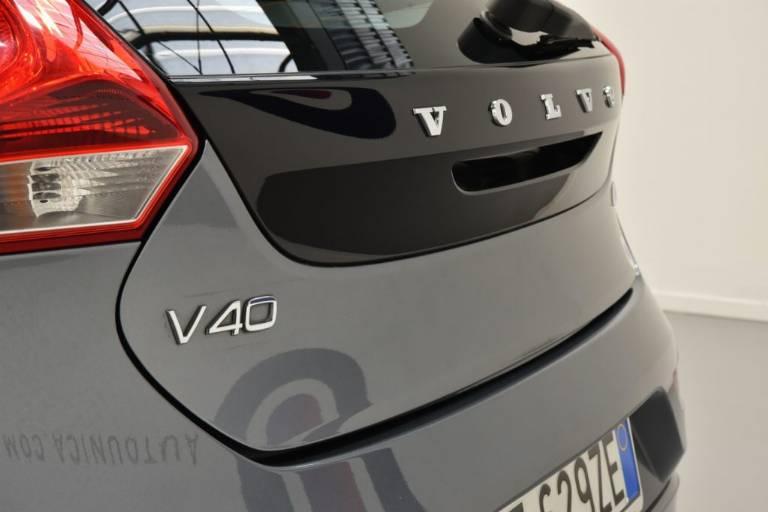 VOLVO V40 61