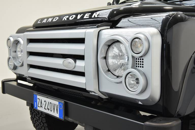 LAND ROVER Defender 69