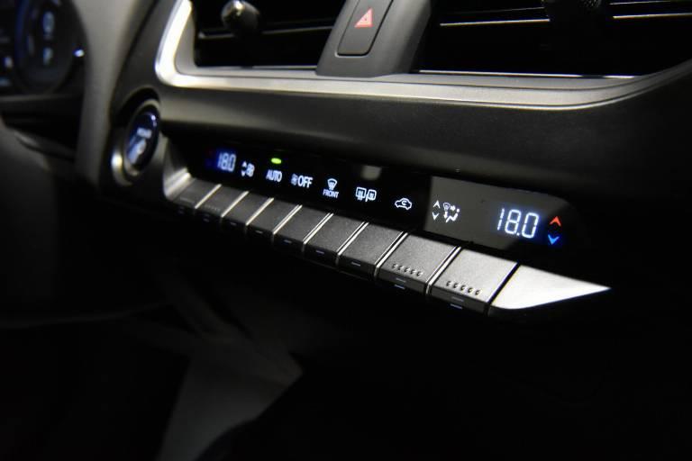 LEXUS UX 250h 24