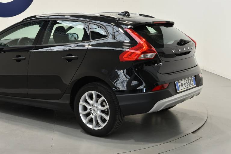 VOLVO V40 Cross Country 38