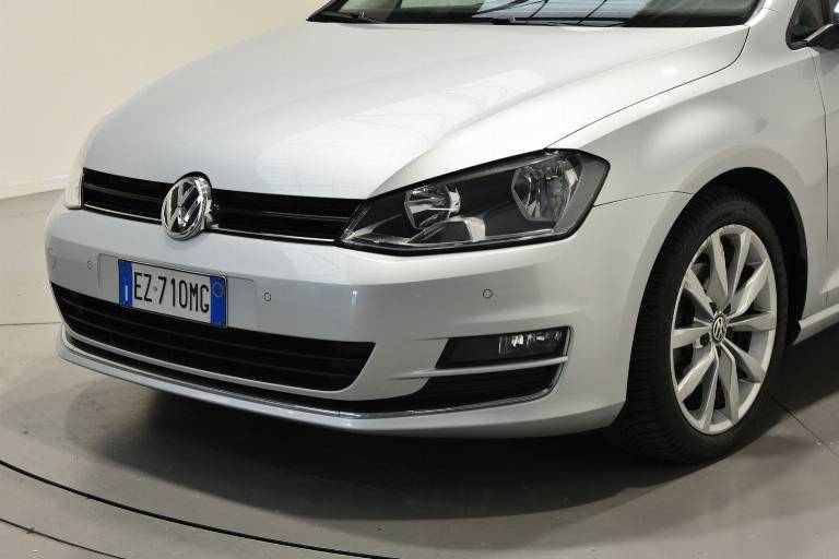 VOLKSWAGEN Golf 53