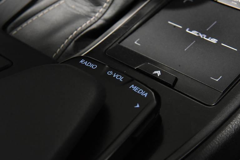LEXUS UX 250h 36