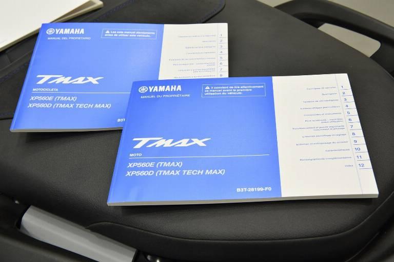 YAMAHA T-Max 560 27