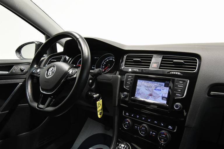 VOLKSWAGEN Golf 28