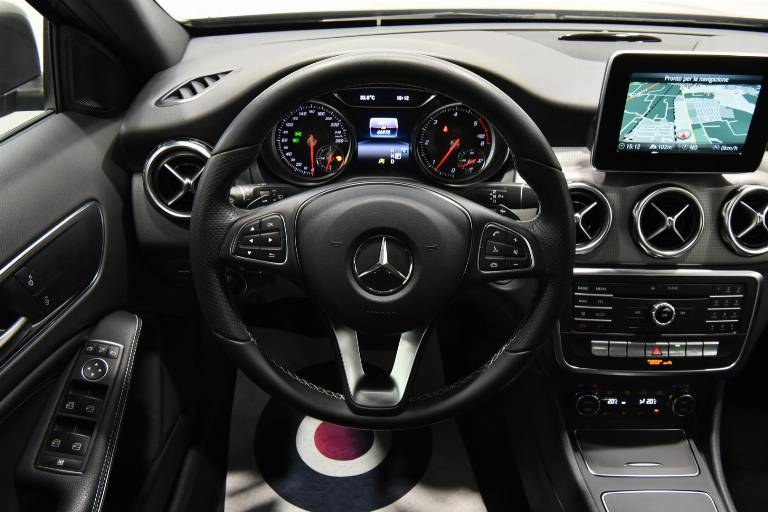 MERCEDES-BENZ GLA 200 23