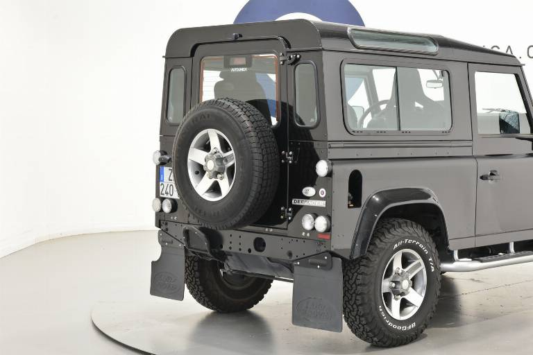 LAND ROVER Defender 16