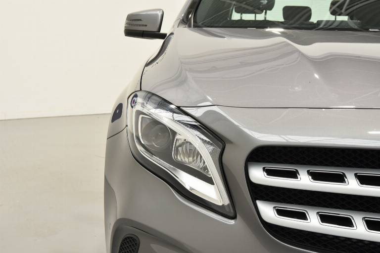 MERCEDES-BENZ GLA 200 17