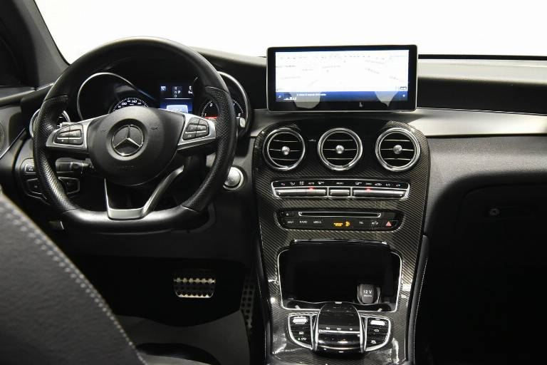 MERCEDES-BENZ GLC 220 23