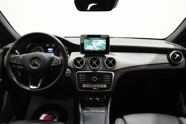 MERCEDES-BENZ GLA 200 22