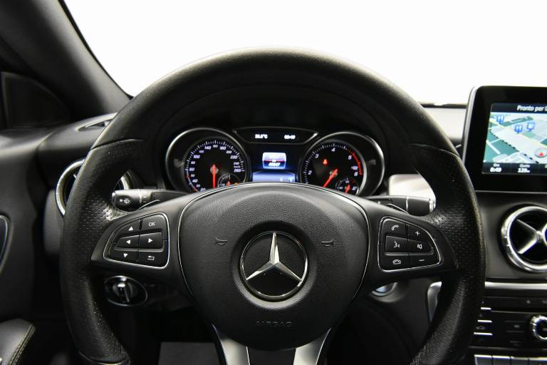 MERCEDES-BENZ CLA 200 7