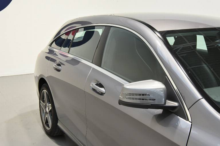 MERCEDES-BENZ CLA 200 49