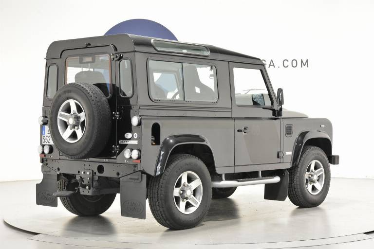 LAND ROVER Defender 28