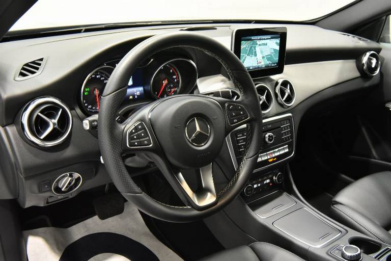 MERCEDES-BENZ GLA 200 3