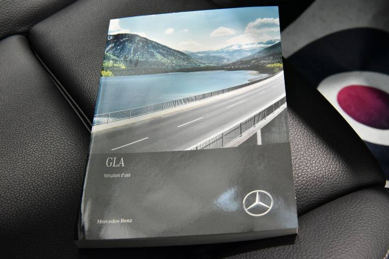 MERCEDES-BENZ GLA 200 53