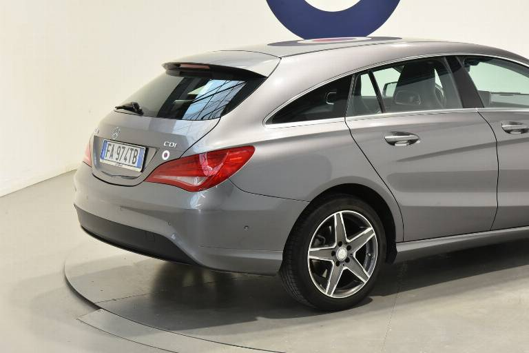 MERCEDES-BENZ CLA 200 35