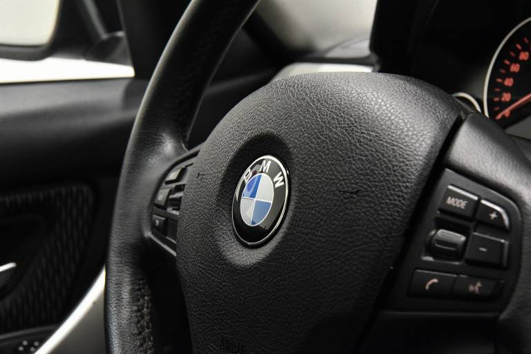 BMW 320 44