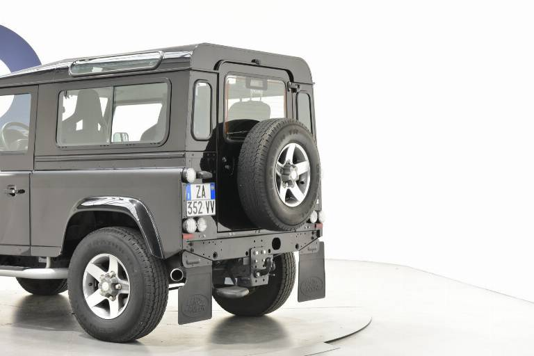 LAND ROVER Defender 39