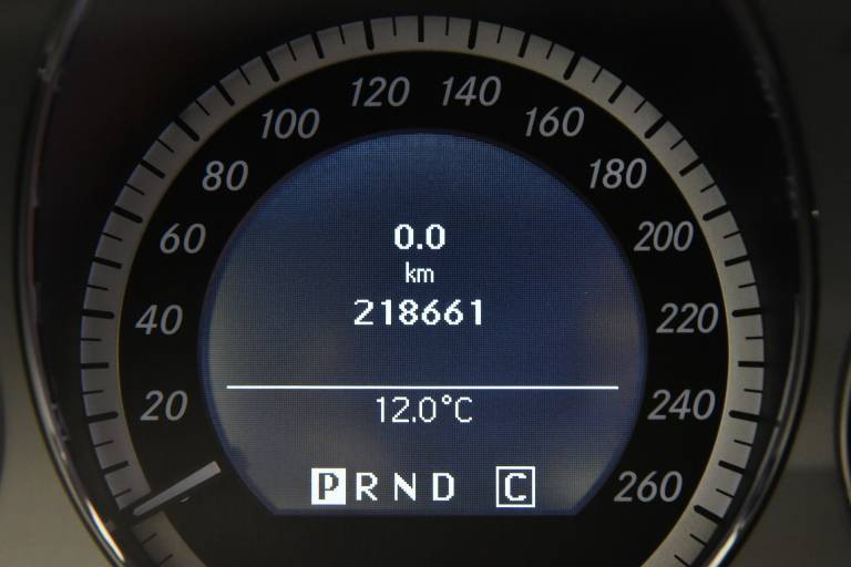 MERCEDES-BENZ E 220 23