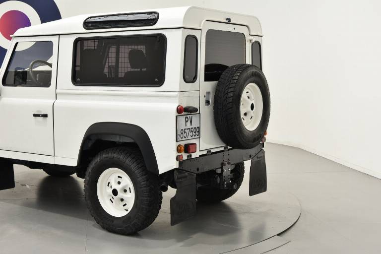 LAND ROVER Defender 37