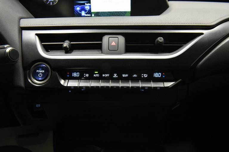 LEXUS UX 250h 11