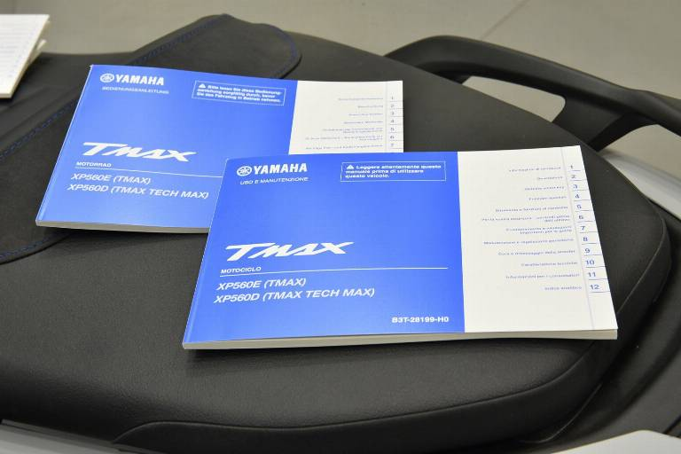 YAMAHA T-Max 560 28