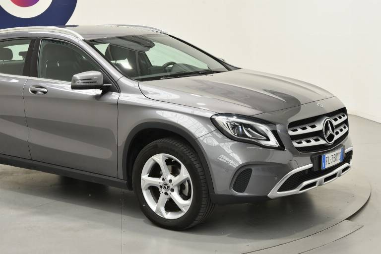 MERCEDES-BENZ GLA 200 16