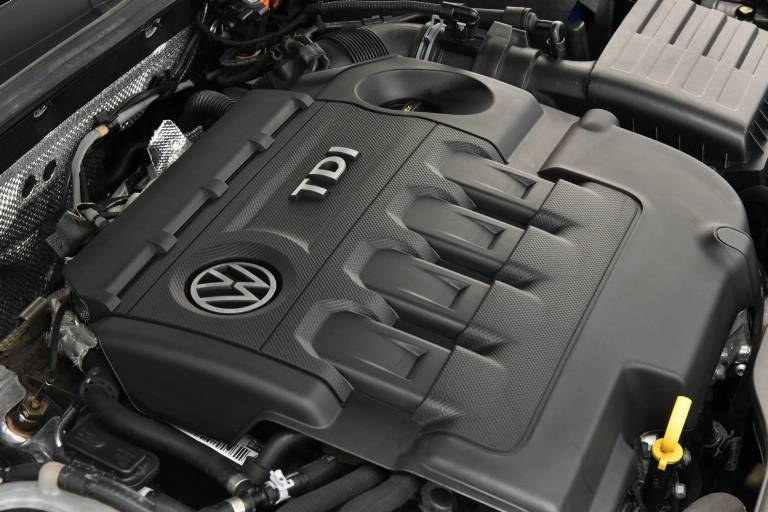 VOLKSWAGEN Golf 42