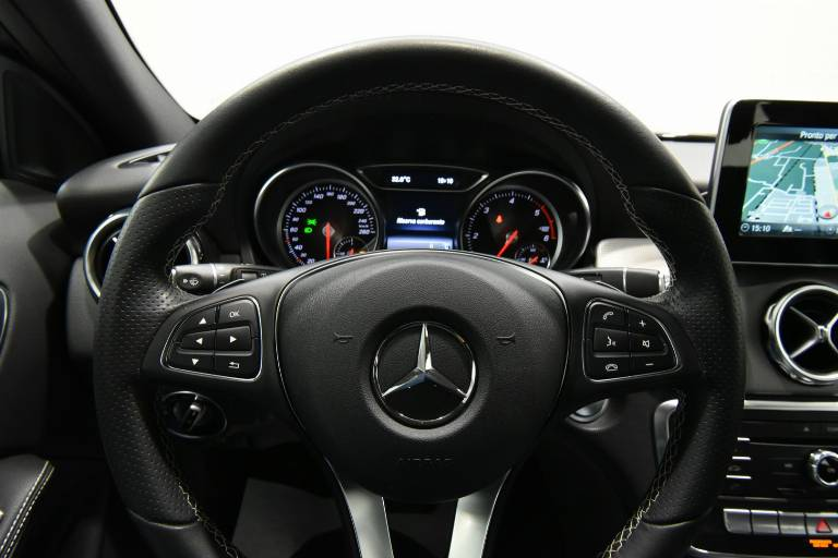 MERCEDES-BENZ GLA 200 42