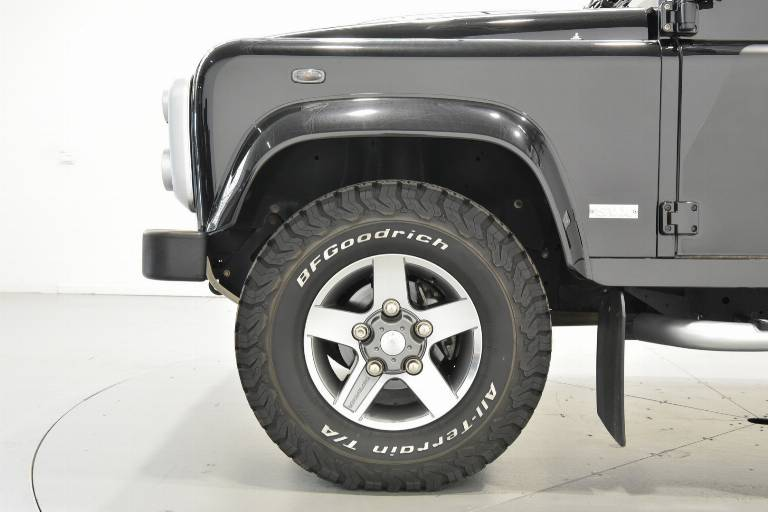 LAND ROVER Defender 81