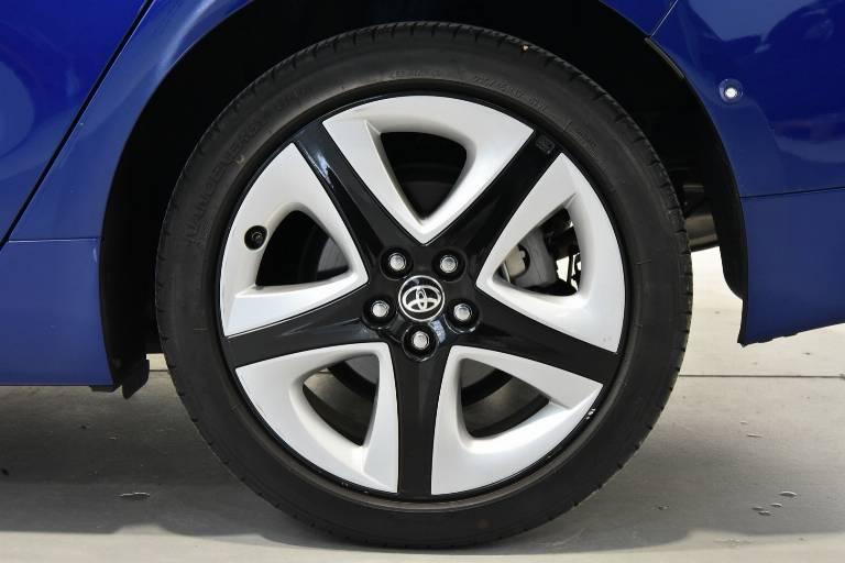 TOYOTA Prius 13