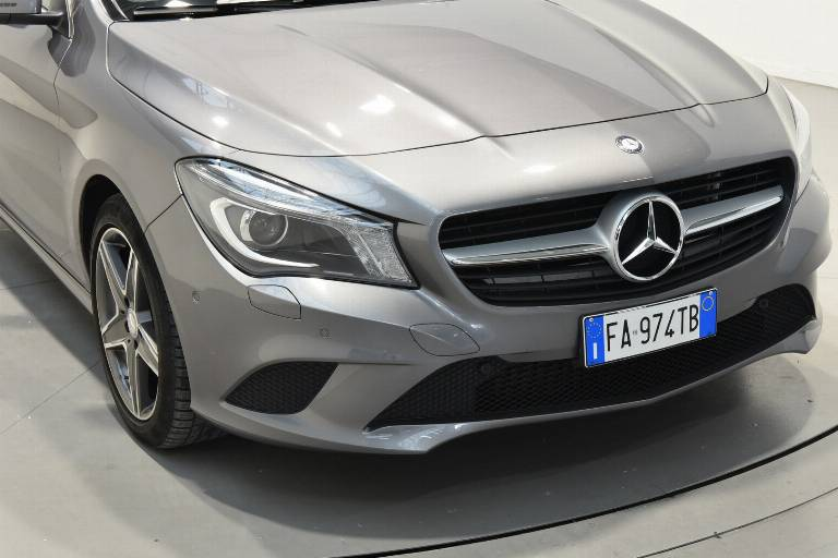 MERCEDES-BENZ CLA 200 41