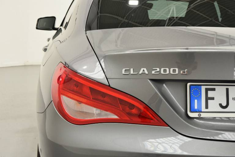 MERCEDES-BENZ CLA 200 31