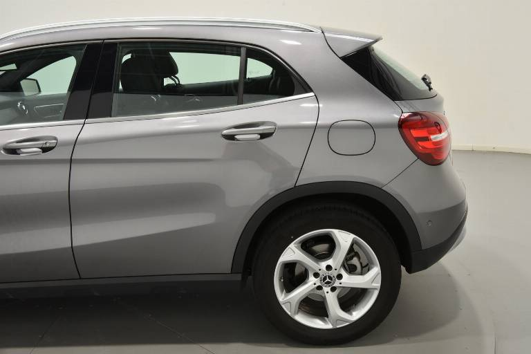 MERCEDES-BENZ GLA 200 59