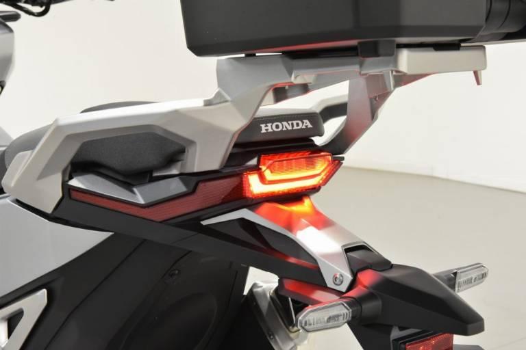 HONDA X-ADV 750 44