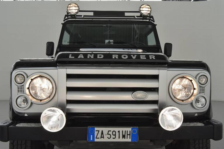 LAND ROVER Defender 76