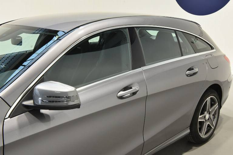 MERCEDES-BENZ CLA 200 53