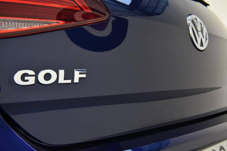 VOLKSWAGEN Golf 64