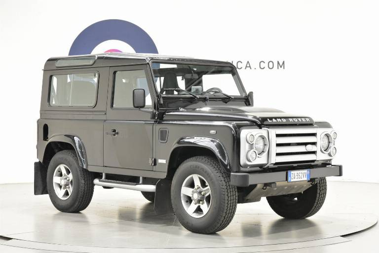 LAND ROVER Defender 27