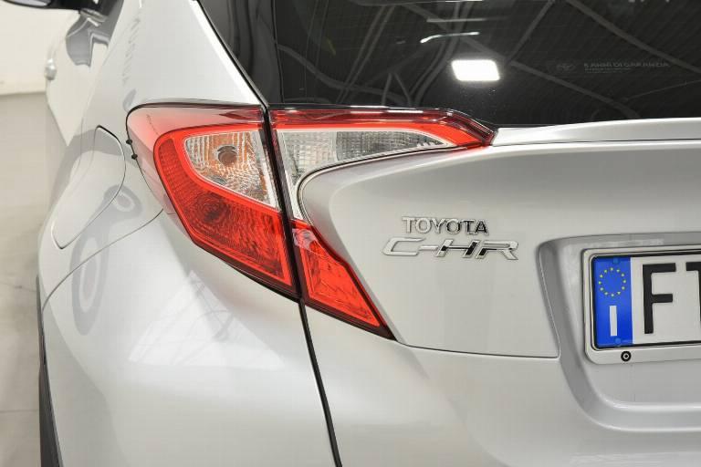 TOYOTA C-HR 35