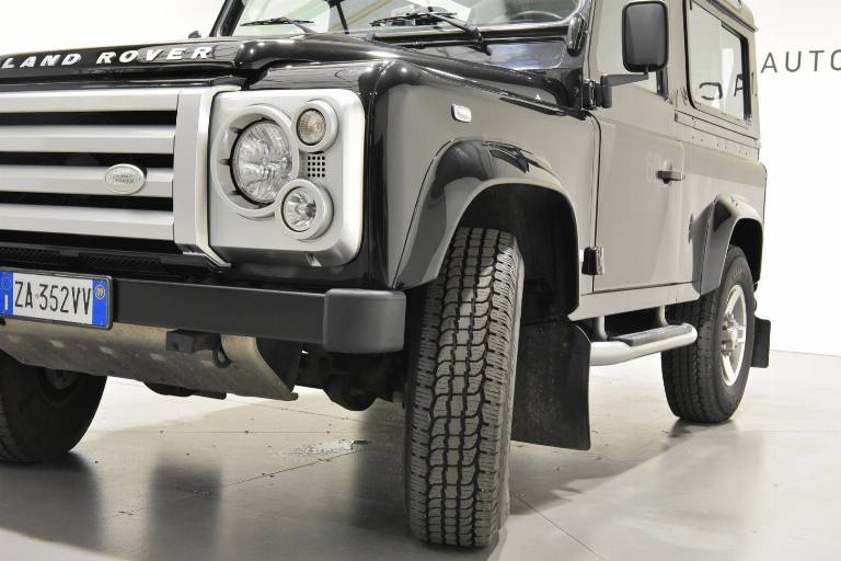 LAND ROVER Defender 76