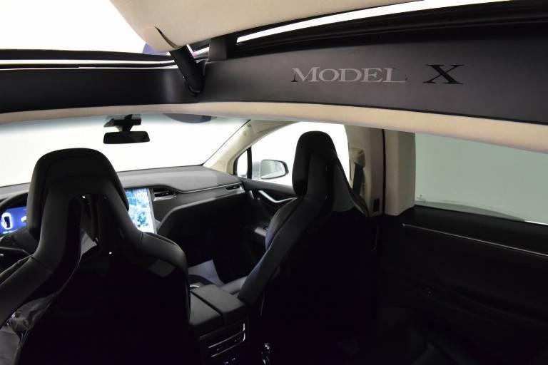 TESLA Model X 77