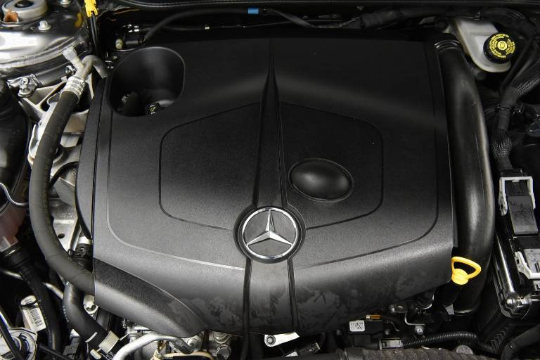 MERCEDES-BENZ CLA 200 14