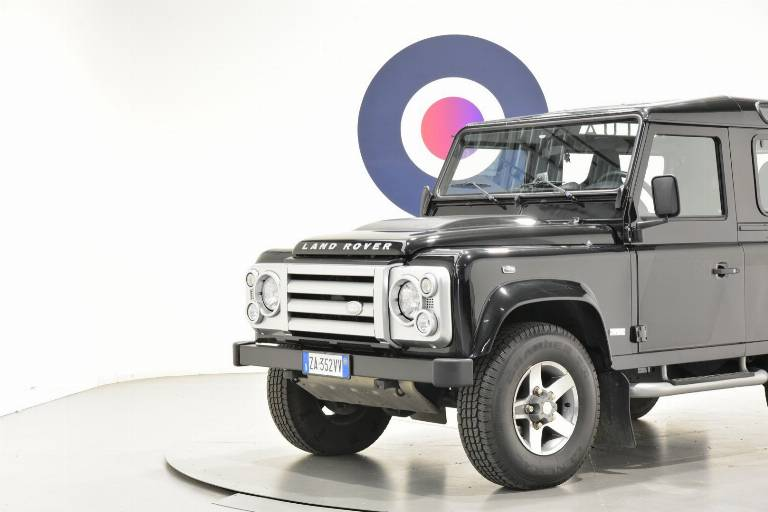 LAND ROVER Defender 36