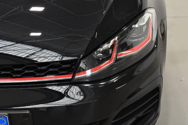VOLKSWAGEN Golf GTI 34