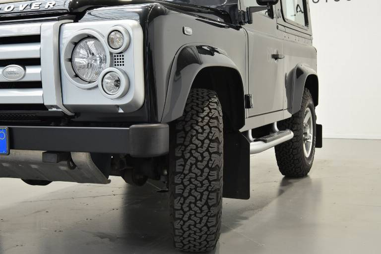 LAND ROVER Defender 31
