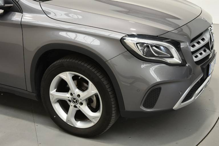 MERCEDES-BENZ GLA 200 55