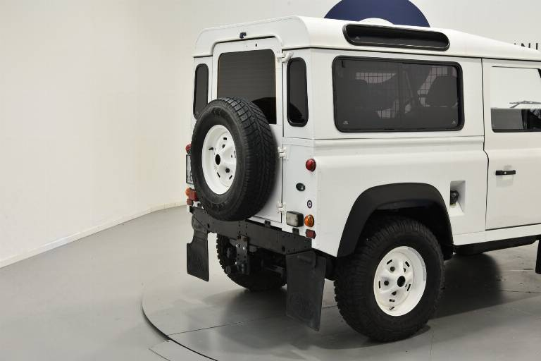 LAND ROVER Defender 18